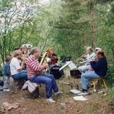 Suomen Orkesteri in nature in 80s